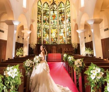 100年の歴史が宿る、壮麗なステンドグラス輝く天空の大聖堂
