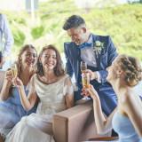 ゲストとの歓談の時間を楽しむ、リラックスした至福のひと時。思わずお酒も進み、笑顔もこぼれます。