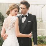 花嫁を美しく彩るウエディングドレス。運命の1着を見つけて