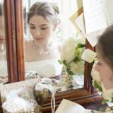 専用ブライズルームで寛ぎながら、美しい花嫁へ。リラックスしてセレモニーに向かおう