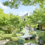 館内には広大な庭園が広がる