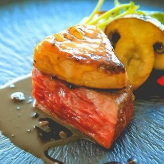 黒毛和牛やフォアグラを使用したコース料理+QUOカード1万円プレゼント