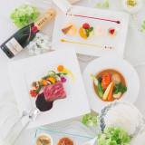 パーティの卓を彩る料理はゲストが楽しみにしている要素のひとつ 高級食材をはじめ地元で採れた新鮮な食材も使用している