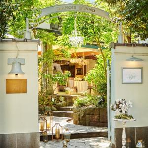 緑溢れる一軒家を貸切って過ごす贅沢な時間。美食とゲストの笑顔に囲まれた最高の一日