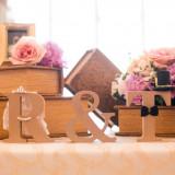オリジナルの小物と装花にお二人オリジナルのアイテムを飾れば、ゲストも羨む可愛さに☆