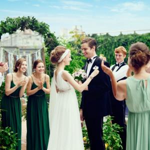 解放感溢れるリバーサイドテラス! 抜群のロケーションで行うテラスウェディングは 8G HORIE RivertTerrace Weddingでしか叶わない空間☆|8G Horie RiverTerrace Weddingの写真(904782)