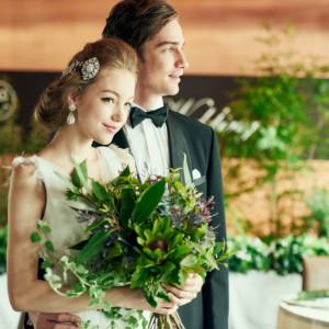 ブラウンの落ち着いた会場にぴったりのお花は 専属のフローリストとしっかり打合せを! お二人のご要望をかたちに☆|8G Horie RiverTerrace Weddingの写真(904793)