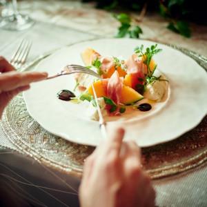 隣接したキッチンでお作りした、出来たてのお料理はゲストからも大好評!|8G Horie RiverTerrace Weddingの写真(1826314)