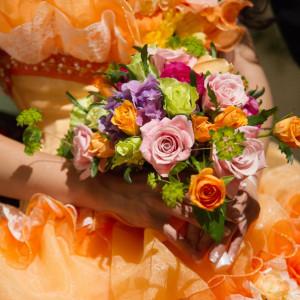 ドレスに合わせたブーケも様々フローリストとともに一緒にお選びいたします|FINCH OF AMAZING DINERの写真(309329)