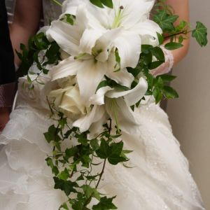 素敵なドレスには素敵なブーケも必要では?オリジナルのブーケをフローリストとともに選んでいきます|FINCH OF AMAZING DINERの写真(309332)