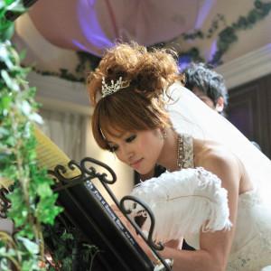 宴内人前式ではゲスト皆様が承認となって結婚証明書にサインをして頂く事も!!ゲスト参加型の温かい人前式も可能!! FINCH OF AMAZING DINERの写真(584080)