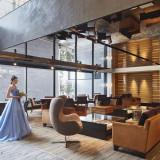 海外の5つ星ホテルのラウンジを彷彿させる洗練された空間