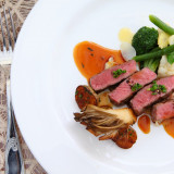 フレンチレストラン「ラ・ミラベル」。レストランウエディングだから味わえる本格フレンチを堪能して。