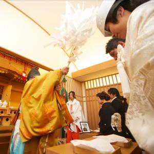 【神前式】神様の前で誓いを立てる挙式。風情があって和装の衣裳がとても映える。 テラスグランツ(TERRACE GLANZ)の写真(2132297)