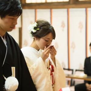 夫婦契りの盃(三三九度)(2)陽数(1・3・5・7・9)の中で最大の数(9)を重ねることで、末永い幸せを祈ります。 住吉神社 (博多)の写真(4439141)