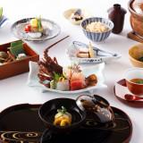常に季節を感じさせる茶寮一松の料理。披露宴当日は至高のお料理と共に、ゲストの皆さまと至福のひと時をお過ごしください。
