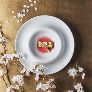 【ご来館全組へ】乾杯用ドリンクと季節のコース料理が楽しめる2万円相当ペアディナーチケットをプレゼント