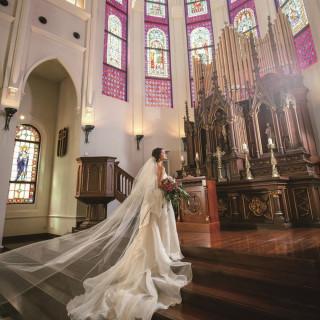 ~感動のひと時を味わう~ステンドグラスに囲まれ叶える結婚式★