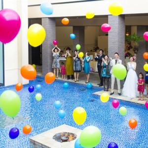 挙式後はゲストと一緒に「想い」を込めてのバルーントス。 アイランドヒルズ迎賓館佐賀の写真(325057)
