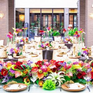 特別なリゾート空間へゲストを招いて リゾート感あふれるパーティ会場へ アイランドヒルズ迎賓館佐賀の写真(2676658)