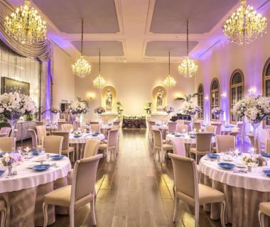 照明やコーディネートで雰囲気を変化させられる。高級感漂う空間で美味しい料理と上質な時間を過ごしてもらおう。
