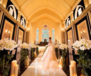 ハープの美しい音色や聖歌が響きわたり、 永遠の愛を誓いあうそんな荘厳なセレモニーで生涯忘れられない記憶に刻む一日に 時が経って、世代を超えても愛される大聖堂です