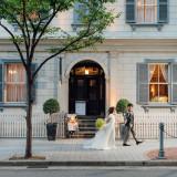 旧居留地の街並みに囲まれた結婚式