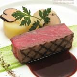 神戸を代表する三田牛の上質なロース部分をふんだんに使ったメイン料理