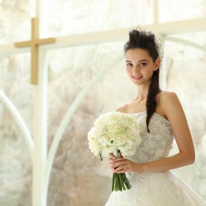 大きな窓から差し込む、明るい自然光に包まれながら愛を誓って|NIHO -Dramatic scene wedding-の写真(3195230)