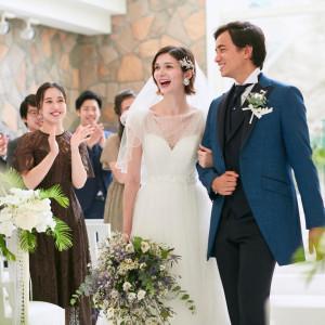 自然光が沢山入るチャペル お2人もゲストも笑顔のお写真がよりキレイに残り続けます♪|NIHO -Dramatic scene wedding-の写真(12303724)