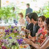 アットホームな披露宴はゲストとともに笑顔あふれる空間に