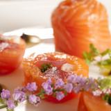 豊かな土地で育てられた食材や海産物を使った料理で 皆様をおもてなし致します。