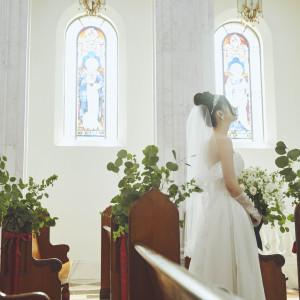 自然光で照らされるステンドグラスで上品さを|Neo Japanesque Wedding 百花籠  - ひゃっかろう -の写真(3009956)