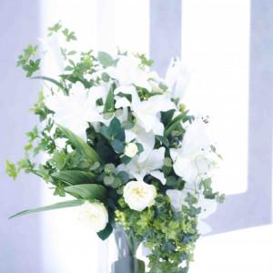チャペル装花はアレンジ可能!好きなお花で、チャペルを素敵な香りに仕上げてみて! En WEDDING(エン ウェディング)の写真(592591)