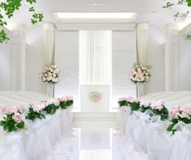 純白のチャペルで、ゲストの想い出に残る感動のセレモニーを。