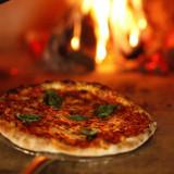 本格的な薪窯で焼くpizzaは口コミで評判