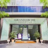 グランダルシュの象徴「凱旋門」 「友愛」を意味する大切な入口です。 新たな門出を迎えられる新郎新婦様へお祝いのゲートが開きます!