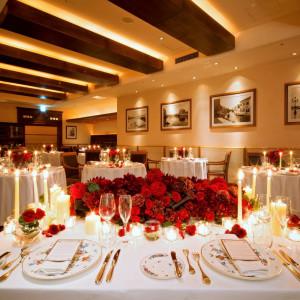 夜はキャンドルを灯して、ディナーを愉しむ会食を。温かなぬくもりに包まれながら夜景をお楽しみ下さい。|アンティカ・オステリア・デル・ポンテの写真(1526517)