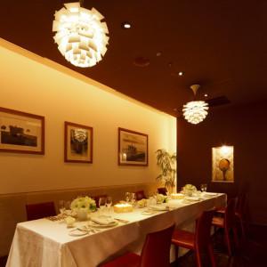 少人数で和やかに会食をしたいふたりにお薦めの個室。プラン【メッセージオ~婚姻式】で使用するお部屋。|アンティカ・オステリア・デル・ポンテの写真(400029)
