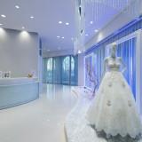 【ドレスサロン】アニヴェルセルの施設内に併設されている「TAKAMIBRIDAL」。全国の中でもドレスの品揃えが豊富で大人気!