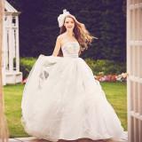 その日、だれよりも輝く花嫁のために☆おふたりの記念日にふさわしい一着に出会うために、ドレス選びをお手伝いいたします