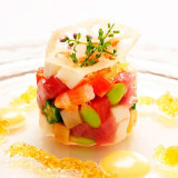 女性ゲストの心をくすぐるオードブルも多彩。色鮮やかな野菜をふんだんに使った美しい一皿 。
