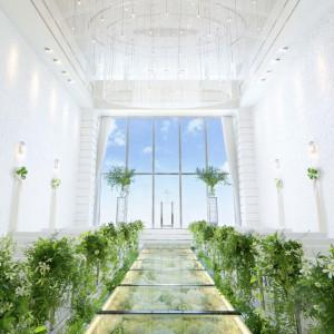 天井高8mのスケール感が魅力のチャペル|アルマリアン 福岡(ALMALIEN FUKUOKA)の写真(1512728)