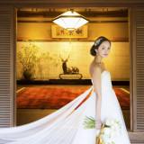お客様を最初にお出迎えする玄関。和の趣を残すこの場所は、ウェディングドレス姿をより一層キレイに引き立ててくれる