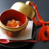 菊水楼で創業から続いている伝統の一品。自家製の胡麻豆腐は、これだけを求めて繰り返しお越しになられる方々いらっしゃるほど。御婚礼のお料理ではシンプルにそのままご提供。