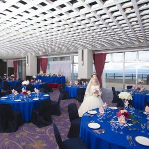 最大160名までは収用可能な会場です。屋外にはテラスも併設されており、デザートブッフェや挙式にも利用できます。|指宿ベイヒルズ HOTEL&SPAの写真(691916)