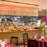 オープンキッチンで臨場感を感じることができる!!おふたりのこだわりお料理を目でもゲストが確かめられる!!