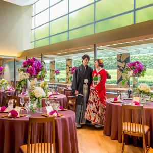 天井高8mの開放感&緑溢れる披露宴会場でアットホームな和のおもてなしを