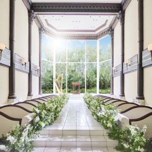 自然光を贅沢に取り込める大きな窓ガラスを使用した開放感のある会場 THE SEASON'Sの写真(4572361)