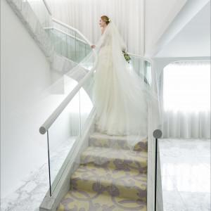 螺旋階段となっている、「The Sky」のバージンロード。独身時代最後のひとときを、ドラマティックに演出します。|東京マリオットホテルの写真(1957766)